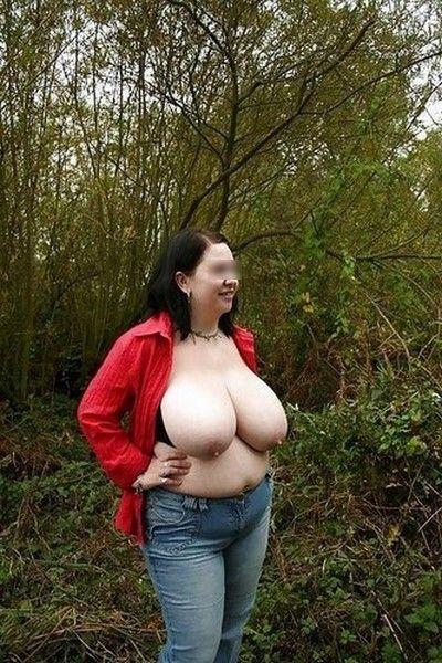 Libertine très grosse poitrine pour sexe en extérieur