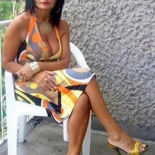 Femme BCBG de Schiltigheim croque des jeunots