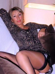 Femme cougar recherche dépucelage anal en douceur
